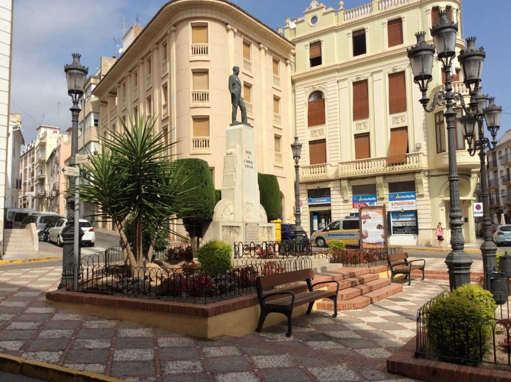 Town square in Oliva, Old Town