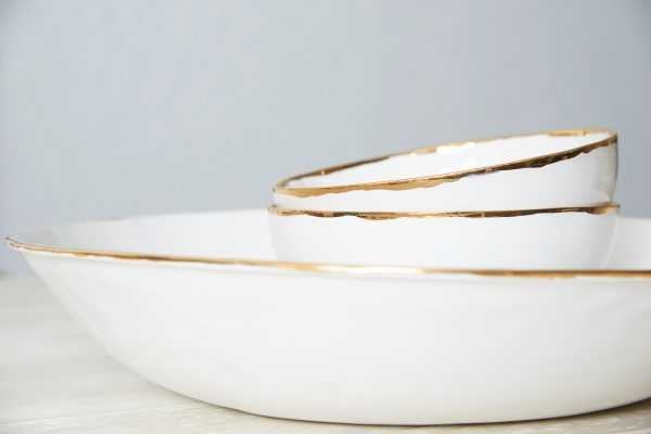 Gold collection ceramics by Vajillas del Ultrmar