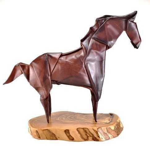 UN NIDO HORSE SCUPLTOR