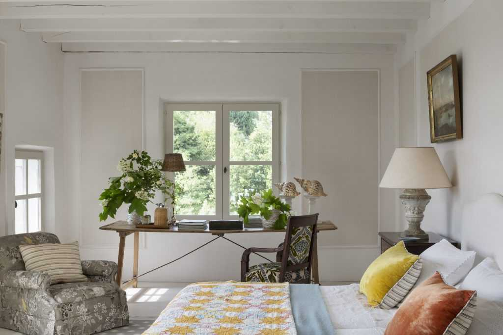 Isabel-Lopez-Quesda-guest-bedroom