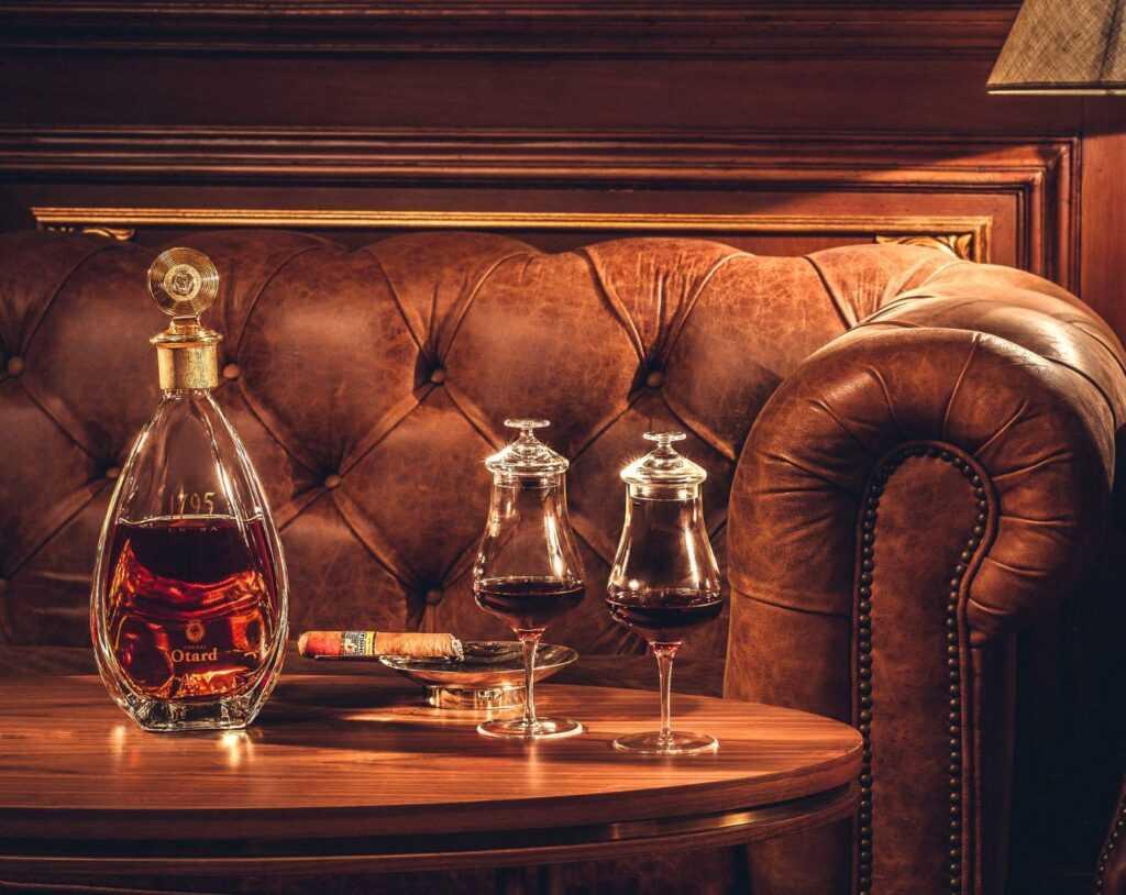 Eva Cheung-Whiskey Bar